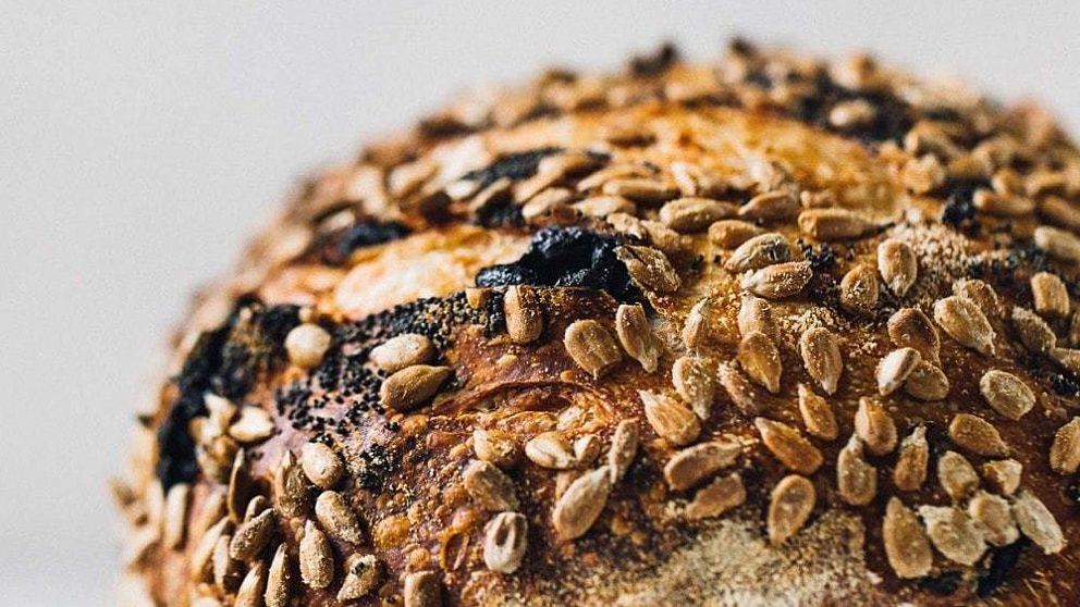 Seeded sourdough bread 13 1000x1500